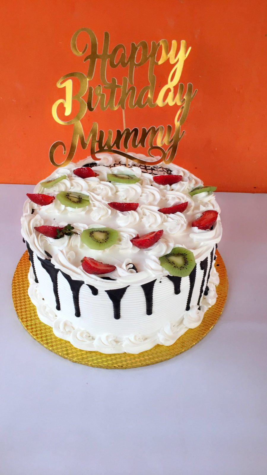 Zee cakes and fruits